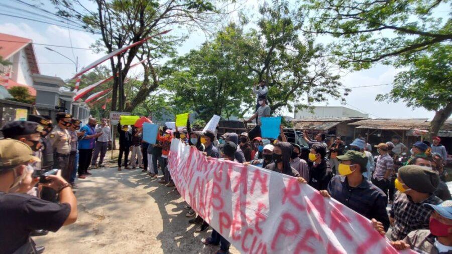 praktik mafia tanah atau 'tuan-tuan tanah' diduga masih saja terjadi, tak terkecuali di wilayah Pantura Kabupaten Tangerang, Banten.