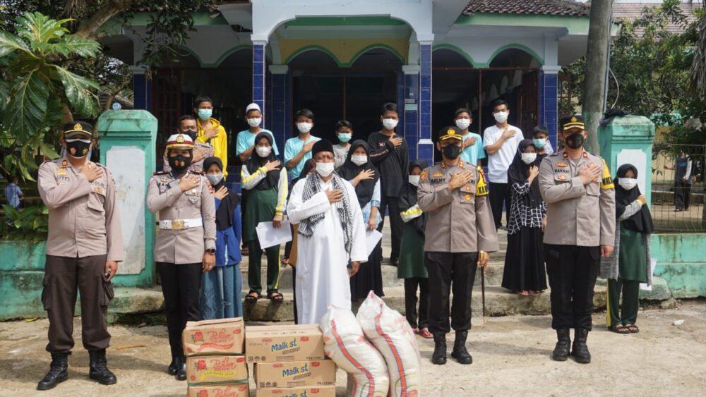 Polres Pandeglang menggelar program vaksinasi yang diadakan di Pondok Pesantren (Ponpes) Nurul Mursidah Kecamatan Karang tanjung