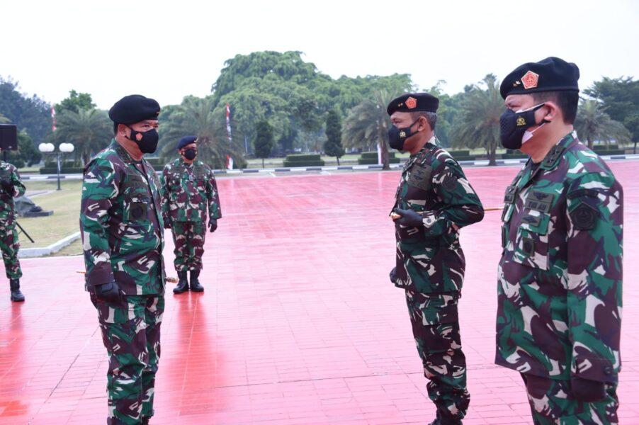 Sebanyak 52 Perwira Tinggi (Pati) TNI menerima kenaikan pangkat satu tingkat lebih tinggi. berdasarkan Surat Perintah Panglima TNI