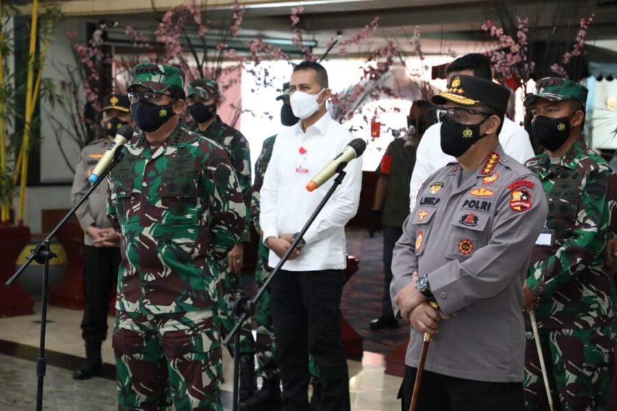Panglima TNI tinjau fasilitas Isolasi Terpusat (Isoter) bagi pasien Orang Tanpa Gejala (OTG) Covid-19 di Hotel Soechi, Medan, Sumatera Utara