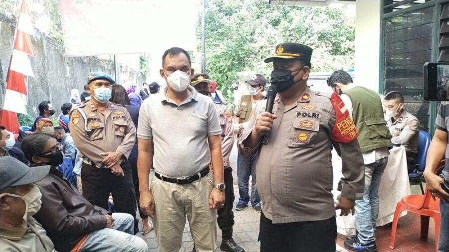 Polsek Kebon Jeruk Polres Metro Jakarta Barat tak pernah berhenti memberikan motivasi warga untuk melakukan suntik vaksin