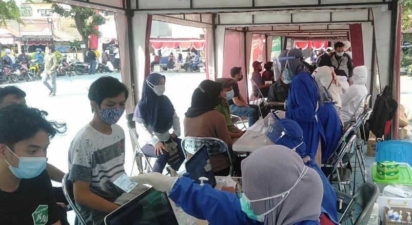 Dalam rangka mendukung program pemerintah, Partai Gerindra Provinsi Banten menggelar Gebyar Vaksinasi di Lapangan Kecamatan Jatiuwung
