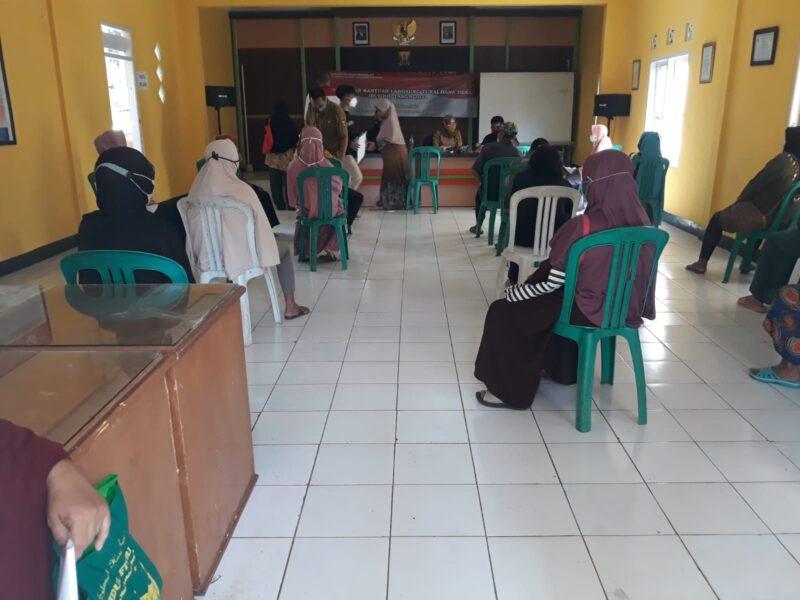 Sejumlah 161 Keluarga Penerima Manfaat (KPM) menerima Bantuan Langsung Tunai Dana Desa (BLT-DD) selama 3 bulan dari Pemerintah Desa Warnajati