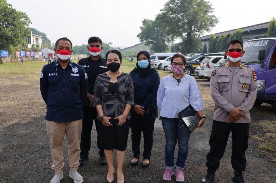 1000 Buruh antusias mengikuti suntik vaksin dalam rangka mendukung percepatan vaksinasi yang digelar oleh Mabes Polri di PT Elite Garment