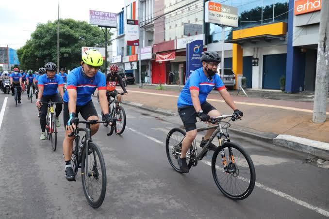 Dalam rangka menjaga kesehatan dan kebugaran di masa pandemi Covid-19, Wakapolda Banten Brigjen Pol Ery Nursatari gowes santai