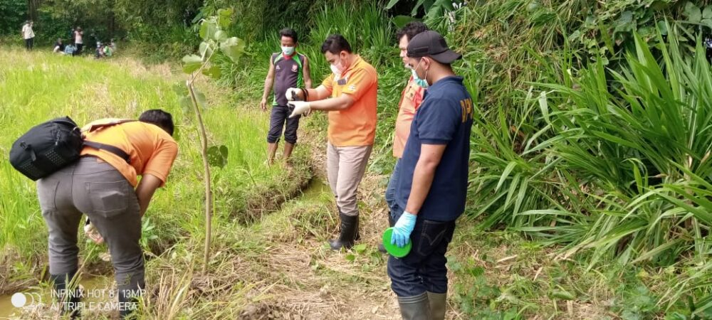 Polres Pandeglang melakukan olah TKP adanya warga temukan tengkorak manusia yang sudah terpisah dari badannya di Area Persawahan