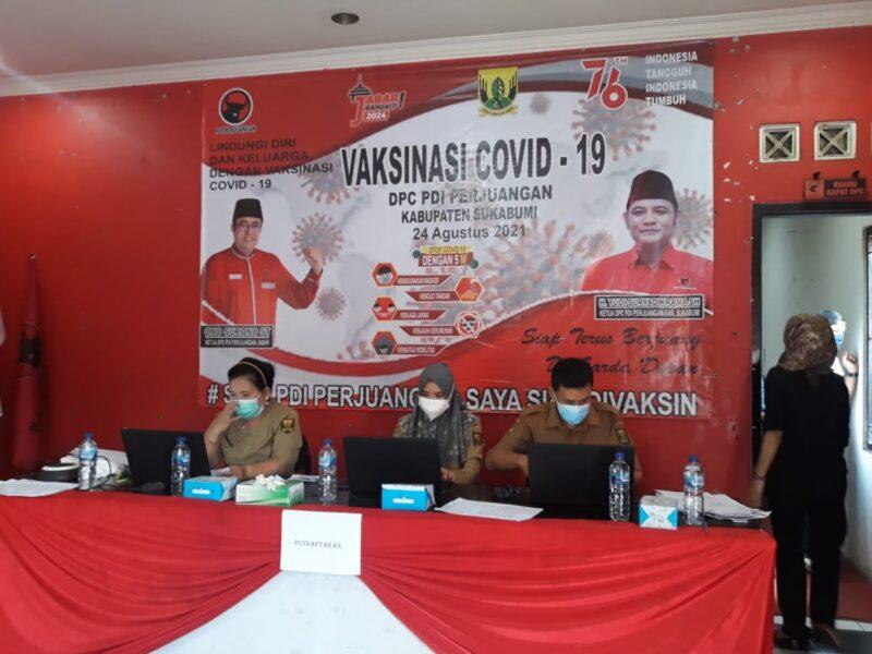 Kegiatan vaksinasi yang diselenggarakan DPC Partai Demokrasi Indonesia (PDIP) Kabupaten Sukabumi disambut antusias oleh masyarakat