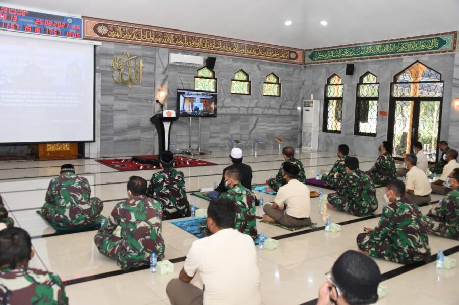 Prajurit dan PNS TNI wajib untuk selalu menjaga iman dan takwa dengan meningkatkan nilai-nilai spiritual dalam kehidupan sehari-hari