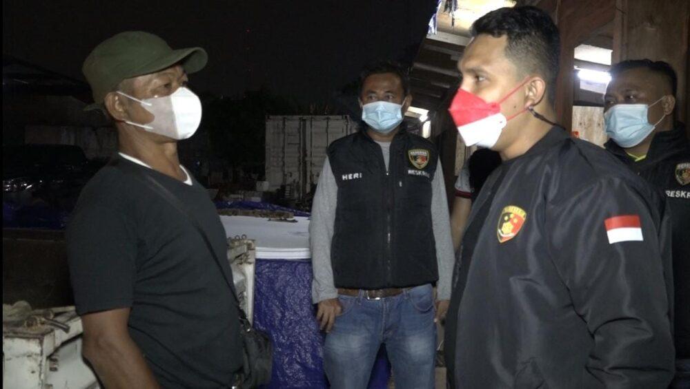 Polsek Kembangan melakukan olah Tempat Kejadian Perkara (TKP) lokasi pemerasan yang dilakukan seseorang di proyek di wilayah Kelurahan Joglo,