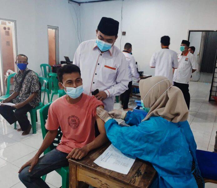 Dewan Pimpinan Daerah (DPD) Partai Keadilan Sejahtera (PKS ) Kabupaten Lebak menggelar vaksinasi masal dengan persyaratan foto copy KK/KTP