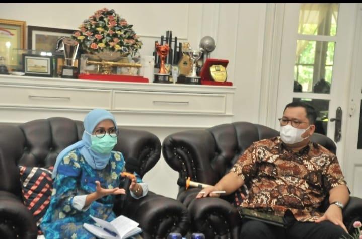 Bupati Lebak Iti Octavia Jayabaya menerima kunjungan kerja Staf Khusus Presiden RI Arif Budimanta beserta rombongan di Rumah Dinas