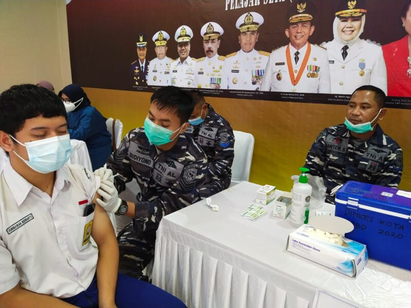 Kogabwilhan I bersama Kementerian Perhubungan dan Pemerintah Provinsi Kepulauan Riau menggelar serbuan vaksinasi serentak di dua tempat