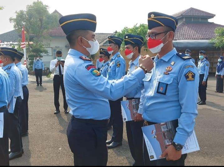 Lembaga Pemasyarakatan (Lapas) Pemuda Kelas IIA Tangerang melaksanakan apel pagi sekaligus pelantikan kenaikan pangkat bagi 13 pegawai
