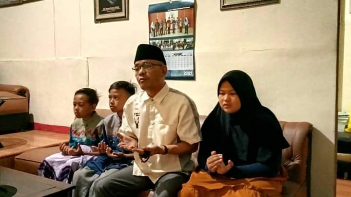 Ade Dasep Dewan Komisi 1 DPRD Kabupaten Sukabumi terus melakukan santunan para anak yatim dengan tetap menganjurkan protokol kesehatan.