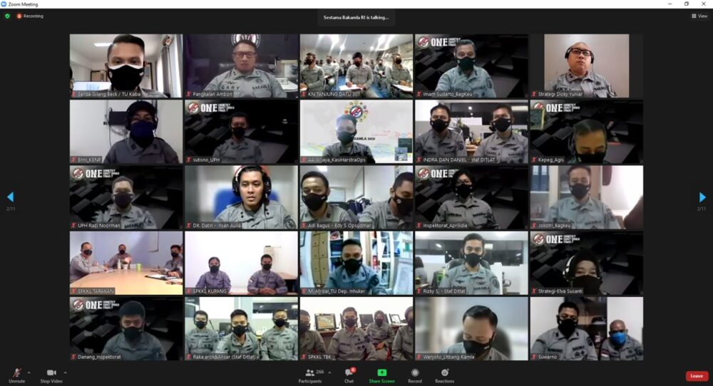 Sekertaris Utama (Sestama) Bakamla RI Laksda TNI S. Irawan, M.M. memberikan pengarahan kepada ratusan personel yang berdinas di Mabes