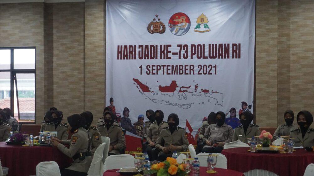 Polres Pandeglang menggelar upacara peringatan Hari Ulang Tahun (HUT) Polisi Wanita (Polwan) Ke-73 Tahun 2021 secara virtual dan terpusat