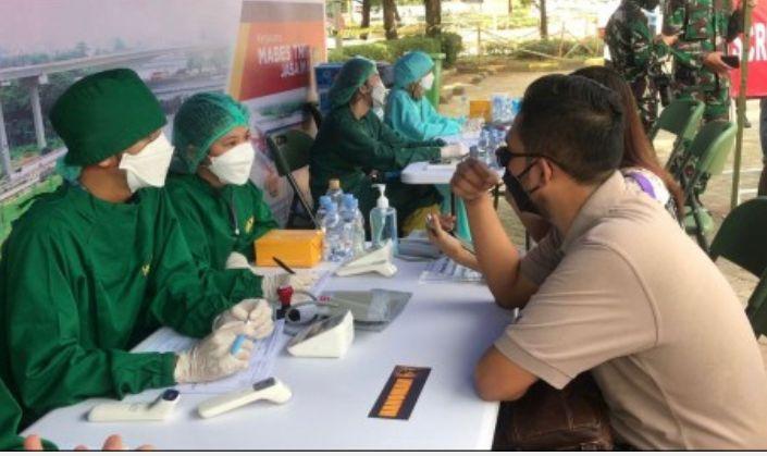 Markas Besar (Mabes) TNI dan PT Jasa Marga (Persero) Tbk berkolaborasi menggelar Vaksinasi drive thru di Jalan Tol Jagorawi