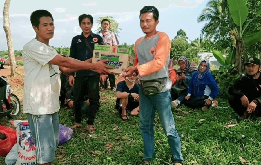 Radio 92,6 Kencana FM bersama Fans mengunjungi salah satu rumah warga korban kebakaran untuk berbelasungkawa sekaligus menyerahkan bantuan