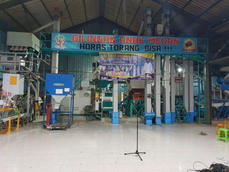 Personel Korem 174/ATWMerauke Serda Ardian Manulang berhasil mengembangkan Rice Milling Unit (RMU)untuk membantu petani