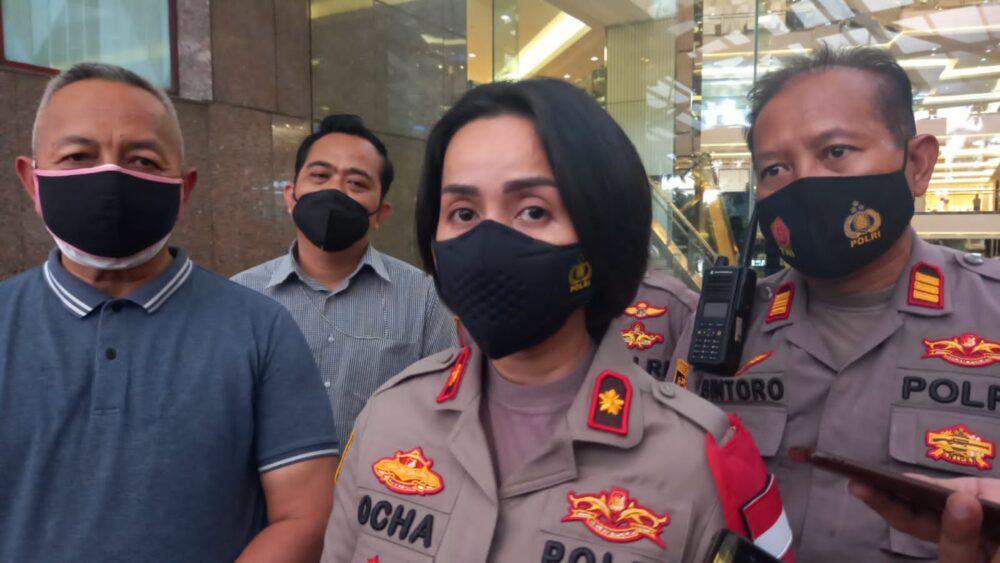 Pihak kepolisian dari Polsek Tanjung Duren memastikan bahwa bunyi ledakan yang berasal dari dalam Mal Taman Anggrek bukan sebuah bom.