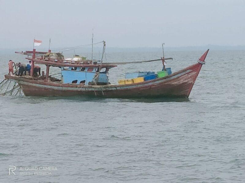 Kementerian Kelautan dan Perikanan (KKP) menangkap dua kapal ikan Indonesia yang mengoperasikan alat tangkap trawl di Kabupaten Aceh Timur