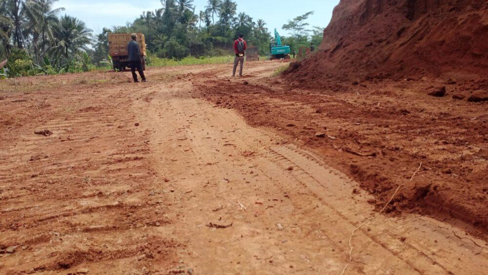 Tokoh Pemuda Kecamatan Pagelaran Ucu Fahmi meminta pihak terkait segera menutup galian tanah di Desa Margasana Kecamatan Kabupaten Pandeglang