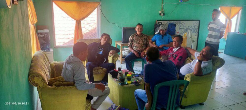 Mantan Kepala Dinas Perindustrian dan Perdagangan (Disperindag) Kabupaten Lebak melakukan kunjungan pamitan purna bakti ke Pasar Bayah
