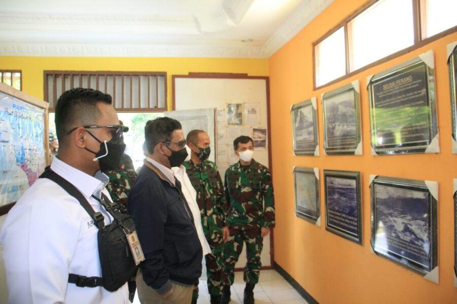 Panglima Kodam (Pangdam) XVII/Cenderawasih Mayjen TNI Ignatius Yogo Triyono, M.A mendampingi kunjungan kerja Menkopolhukam RI Prof. Mahfud