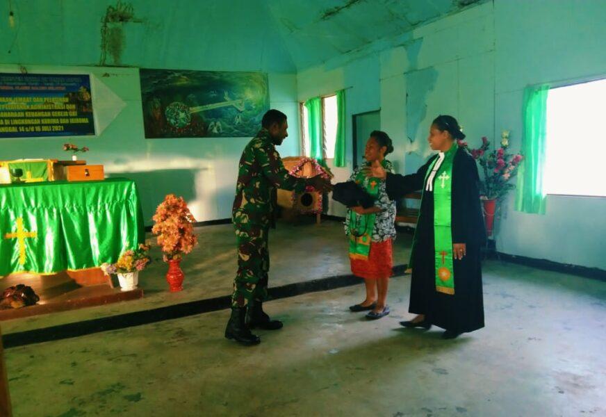 Untuk menumbuhkan dan semangati warga jemaat agar lebih giat beribadah, Satgas Pamrahwan Yonif RK 751/VJS membagikan puluhan Alkitab