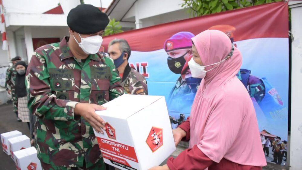 Dalam rangka menyambut HUT ke-76 TNI, Komando Garnisun Tetap (Kogartap) II/Bandung menggelar kegiatan bakti sosial (Baksos)