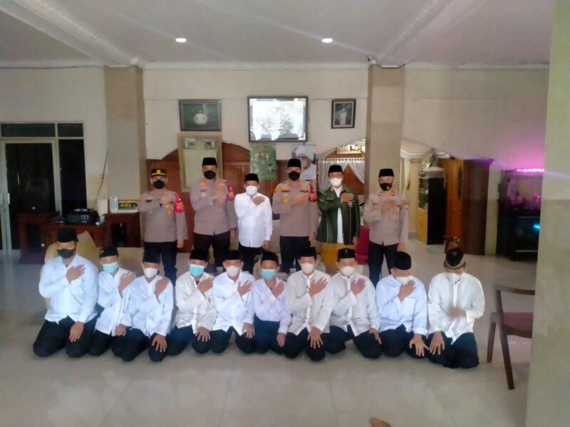 melakukan kunjungan silaturahmi ke Pondok Pesantren (Ponpes) Al Ihrom dan Masjid Khoerul huda yang berada di wilayah Kalideres Jakarta Barat,