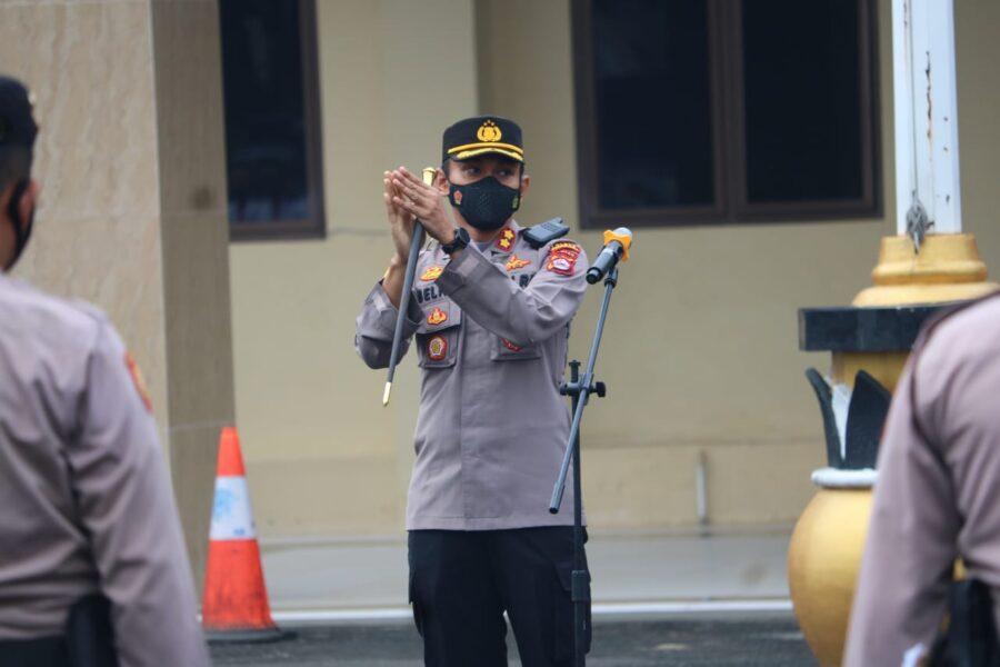 Kapolres Pandeglang AKBP Belny Warlansyah S.H., S.I.K.,M.H memberikan arahan terkait fungsi manajemen anggota saat memimpin pelaksanaan apel