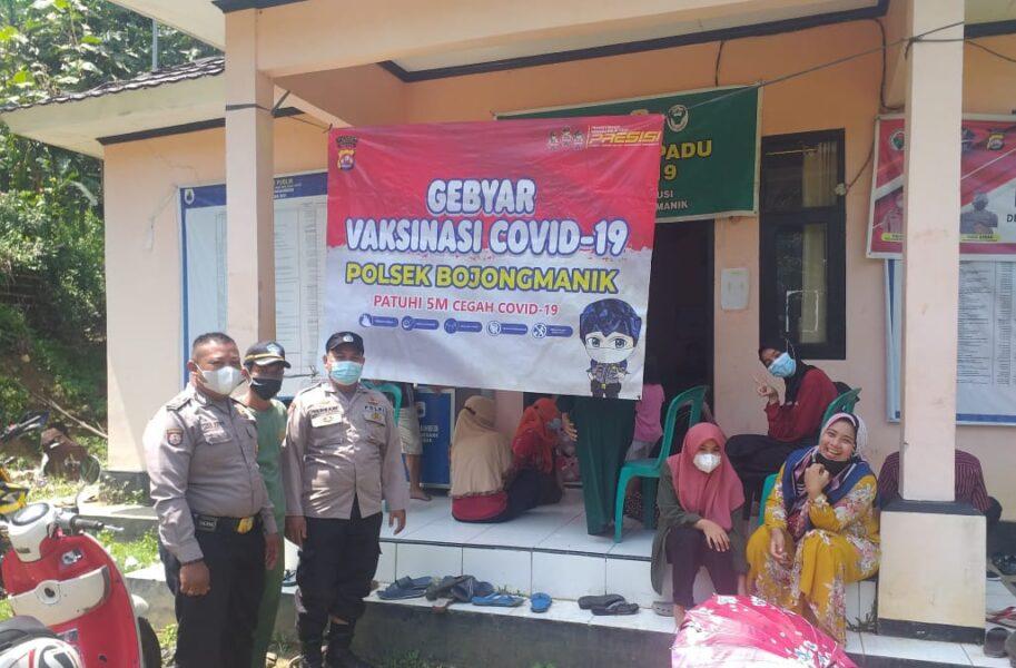 Polsek Bojongmanik Polres Lebak Polda Banten melaksanakan vaksinasi covid-19 kepada warga masyarakat dengan target sasaran 100 orang