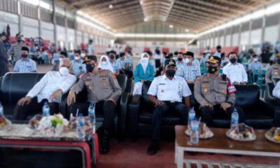 Kapolda Aceh Irjen Pol Drs Ahmad Haydar SH MM meninjau pelaksanaan Vaksinasi bagi ratusan pelajar di Kabupaten secara massal