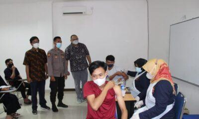 Kampus Universitas Tangerang Raya (Untara) menggelar vaksinasi tahap I dan II bagi mahasiswa, pengurus kampus dan warga sekitar