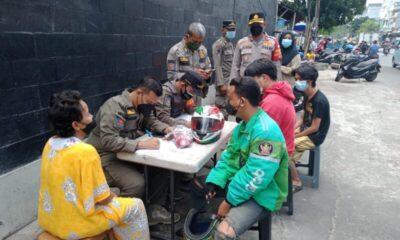 Sebanyak 51 Warga Tambora Jakarta Barat ditindak petugas karena kedapatan mengabaikan (Prokes) dengan tidak menggunakan masker.