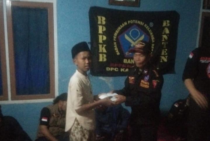 Badan Pembinaan Potensi Keluarga Besar Banten (BPPKB) DPC Kabupaten Lebak Provinsi Banten menggelar agenda rutin acara tasyakuran dan santunan