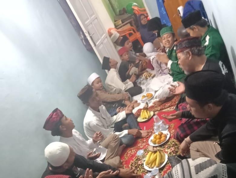 Koordinator Cakratara Jakarta bersama Sekum PJBN membagikan rezeki dengan mengadakan santunan kepada anak yatim sebagai bentuk wujud syukur