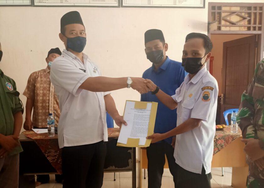 Desa Keusik menggelar serah terima jabatan (Sertijab) kepala desa lama Saleh kepada Plt Taufik Lesmana yang baru menjabat