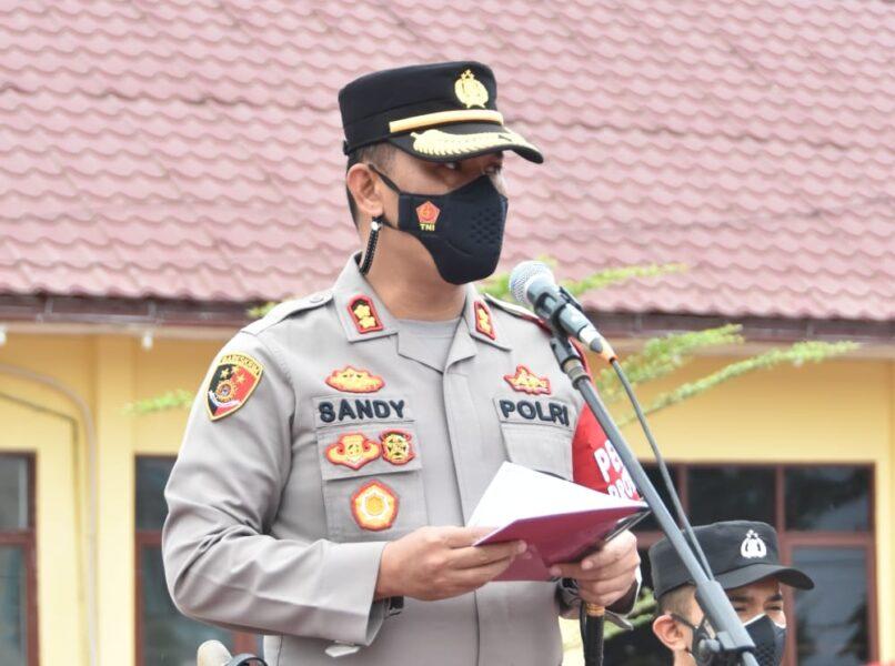 (Kapolres) Aceh Timur AKBP Mahmun Hari Sandy Sinurat, S.I.K memimpin pelaksanaan apel gelar pasukan operasi patuh Seulawah 2021