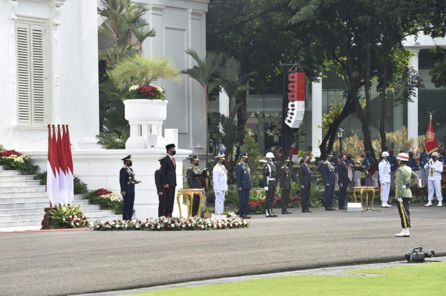 Presiden Republik Indonesia (RI) Ir. H. Joko Widodo memimpin upacara Peringatan HUT ke-76 TNI yang digelar secara sederhana