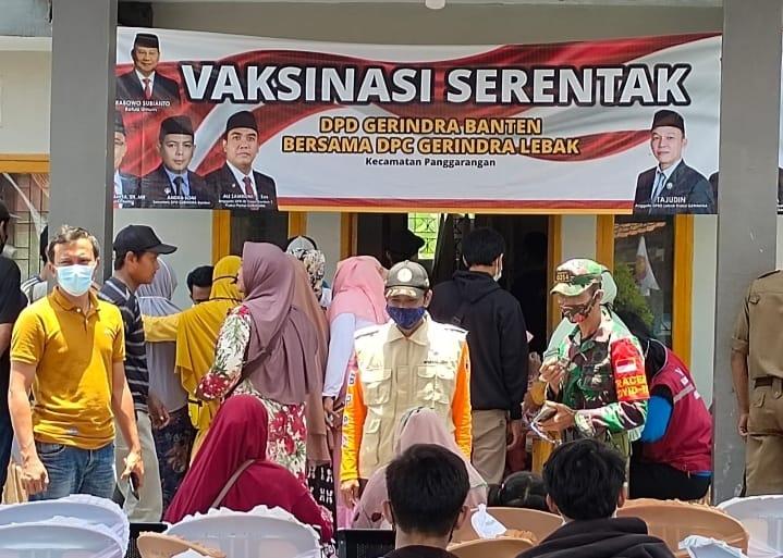 Partai Gerindra bekerja sama dengan PKM Puskesmas, Polsek Panggarangan, Koramil Polres Lebak, BPD Kecamatan menggelar Gebyar Vaksinasi