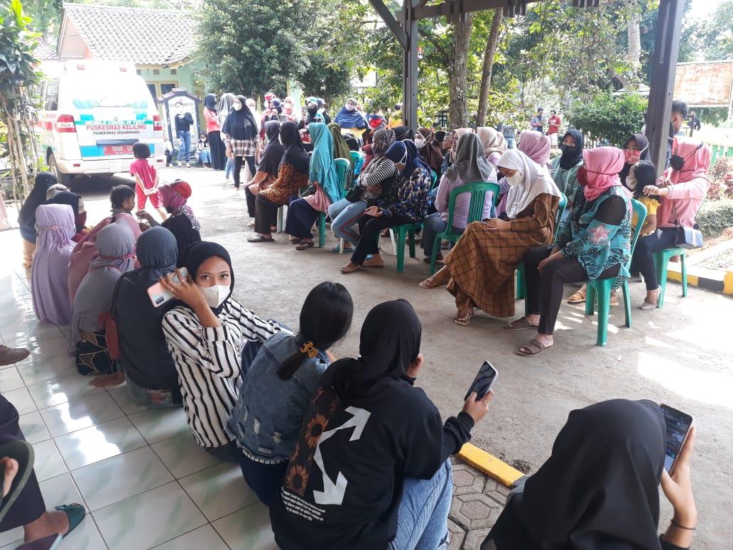 Pemerintah Desa (Pemdes) Warnajati bersama Puskesmas Sekarwangi kembali menyelenggarakan vaksinasi untuk masyarakat umum