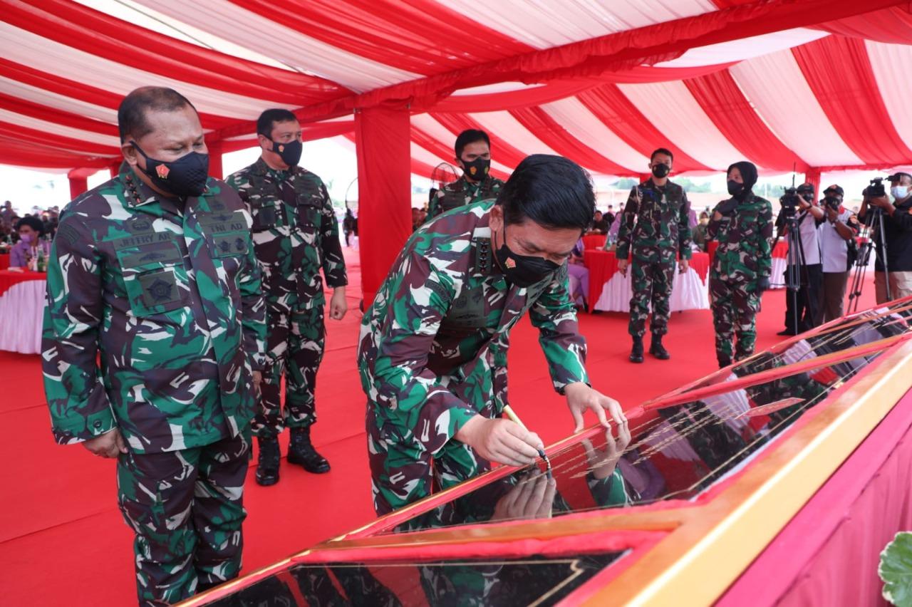 Marsekal TNI Hadi Tjahjanto meresmikan Markas Kogabwilhan I, II, III dan Monumen Tri Matra, bertempat di Pulau Dompak