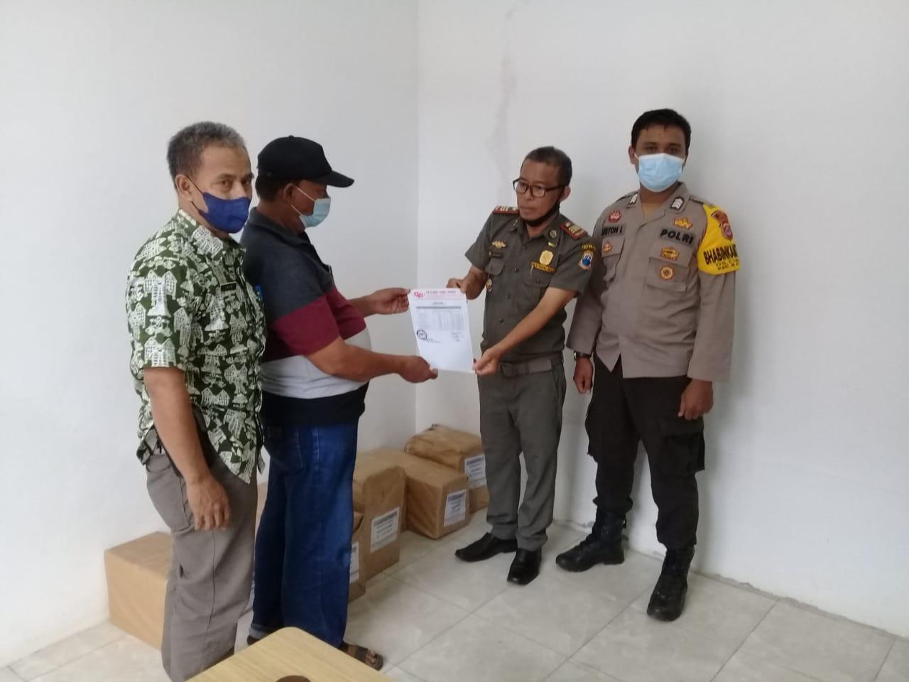 Personil Polsek Bayah Polres Lebak monitoring dan lakukan pengamanan kedatangan pendistibusian logistik surat suara
