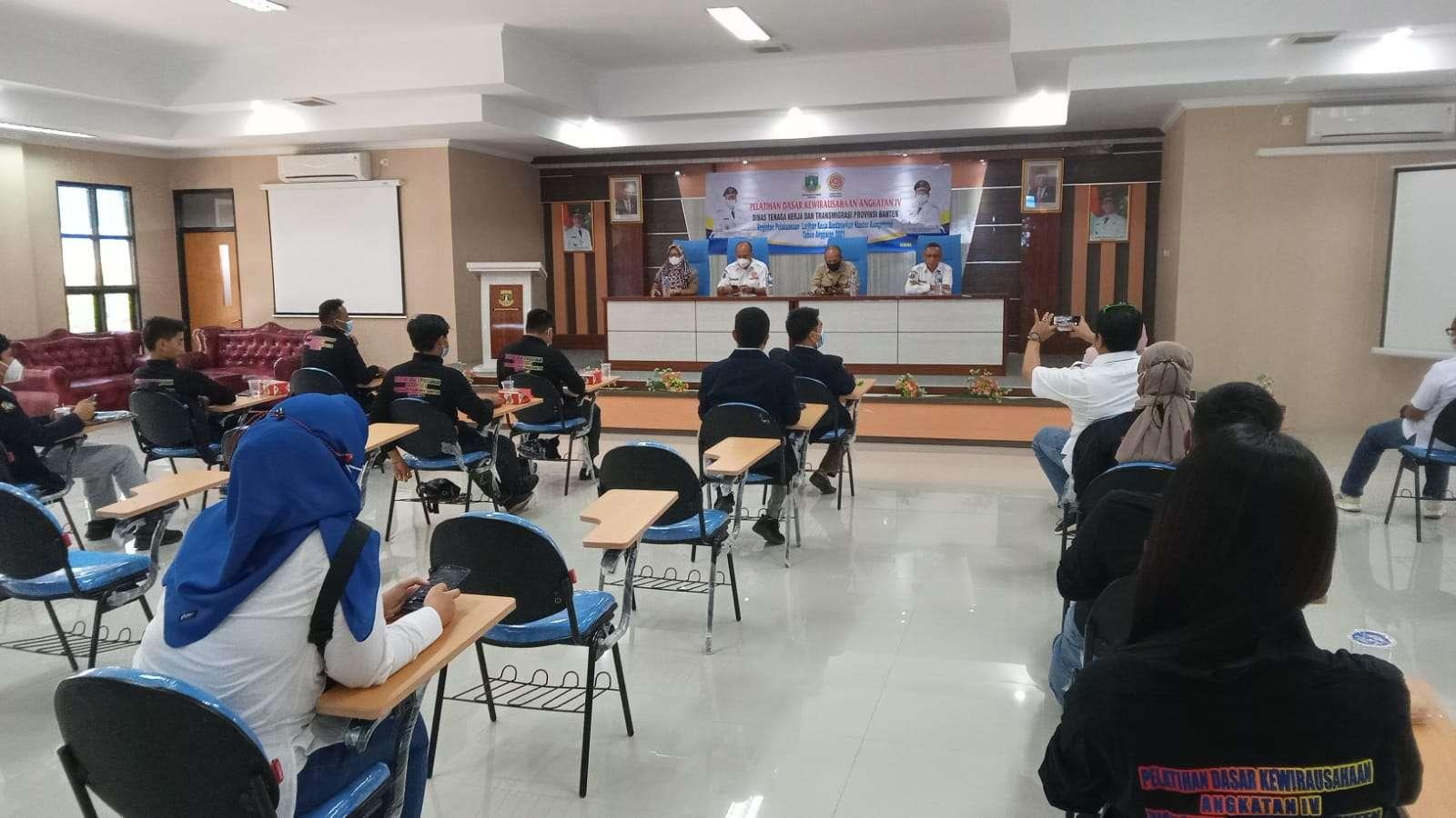 Dibawah kepemimpinan Andika Hazrumy, Karang Taruna Provinsi Banten bersama Disnaker Banten mendorong lahirnya pengusaha muda