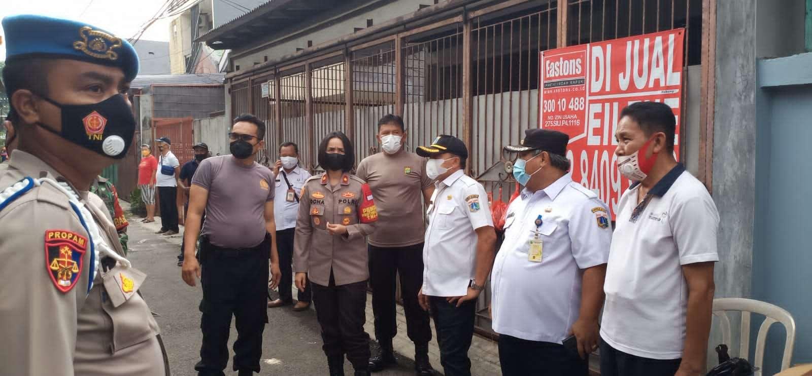Tiga Pilar melaksanakan Apel Kerja Bakti membersihkan puing-puing di area pasca kebakaran yang terjadi di Jl.Makaliwe II Gg. 3 Rt. 03/08