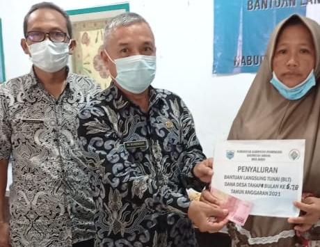 Sebanyak 54 Keluarga Penerima Manfaat (KPM) kembali menerima Bantuan Langsung Tunai (BLT) yang bersumber dari Dana Desa tahap 6,7,8